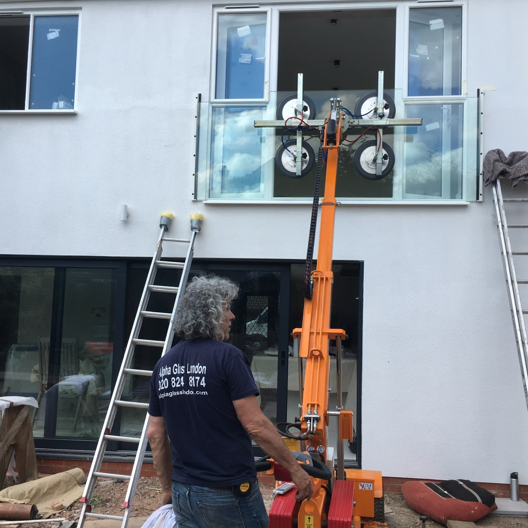 Lifing Juliet Glass Balcony into Position Using Glass Lifing Robot